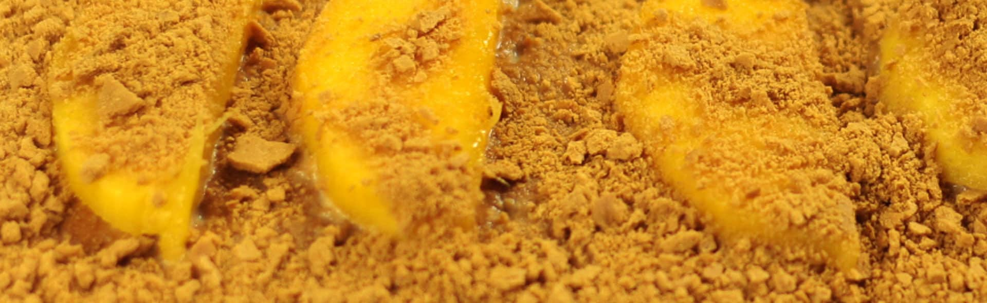 cheese cake and graham cracker pie crust and pineapple topping In a large bowl, combine ingredients for filling. Pour into a 9 x 13 pan lined with graham cracker crust (store-bought or home-made).