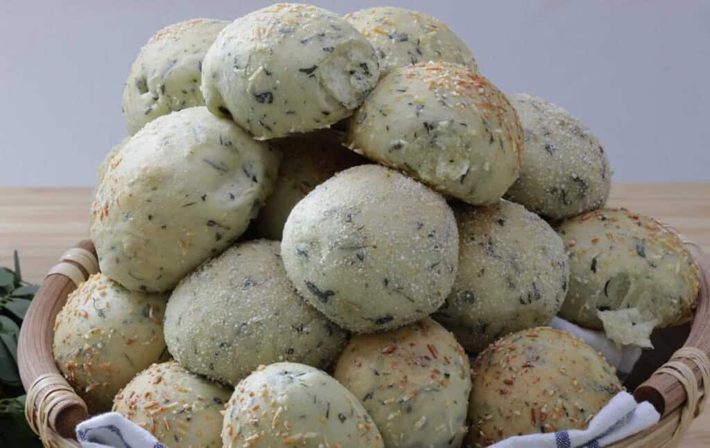 malunggay cheese pandesal