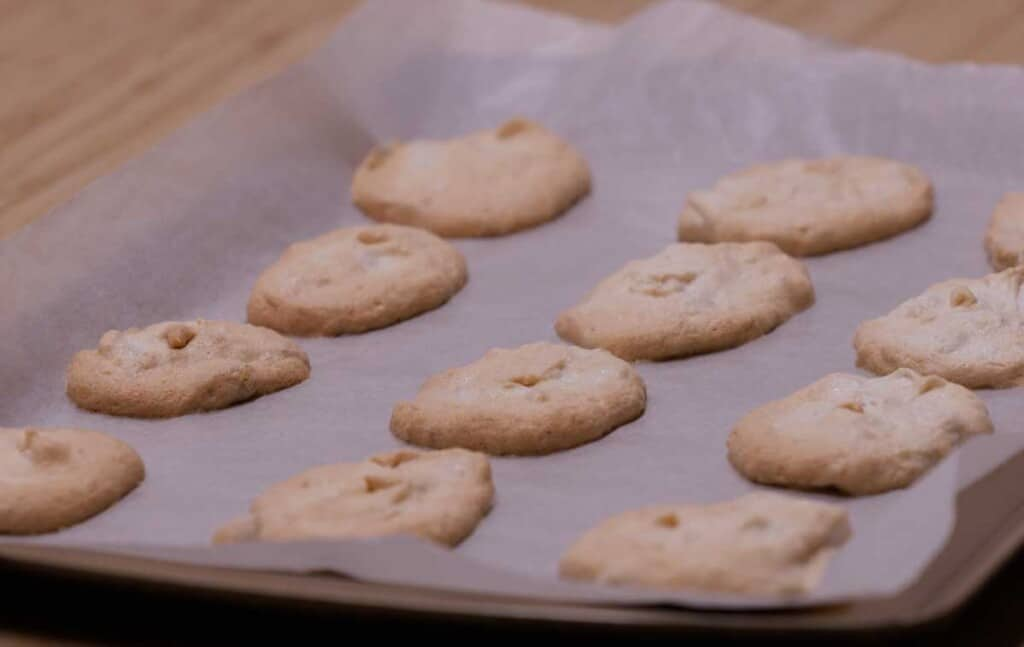 baked meringue cookie