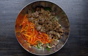 combine stir fry noodles and vegetable in a bowl